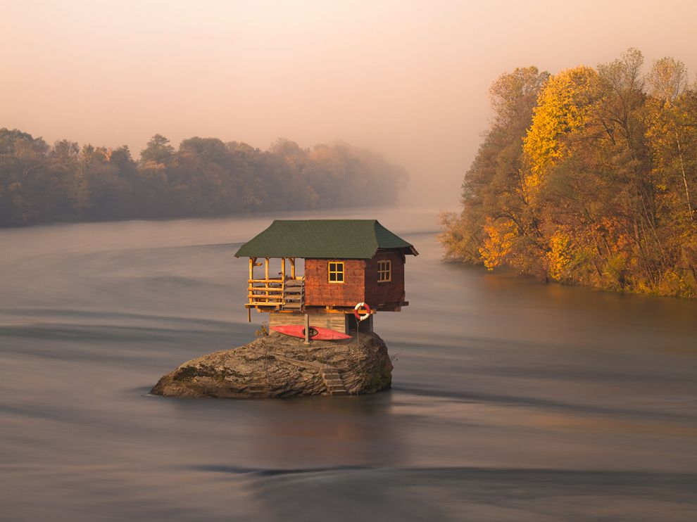 0_house-river-serbia_57361_990x742