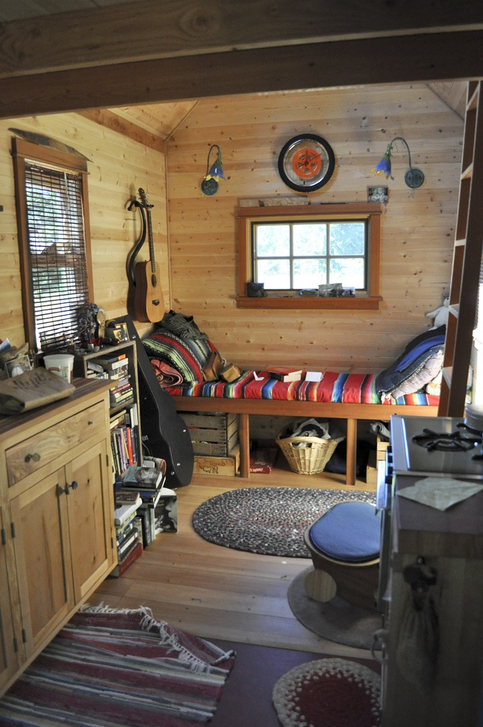 Tiny_house_interior,_Portland
