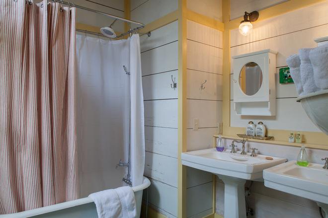 9c315e47016f01ae_9427-w660-h439-b0-p0--beach-style-bathroom
