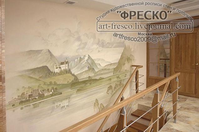 И художественная роспись на стенах и