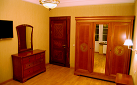 Роспись мебели спальни в стиле VERSACE
