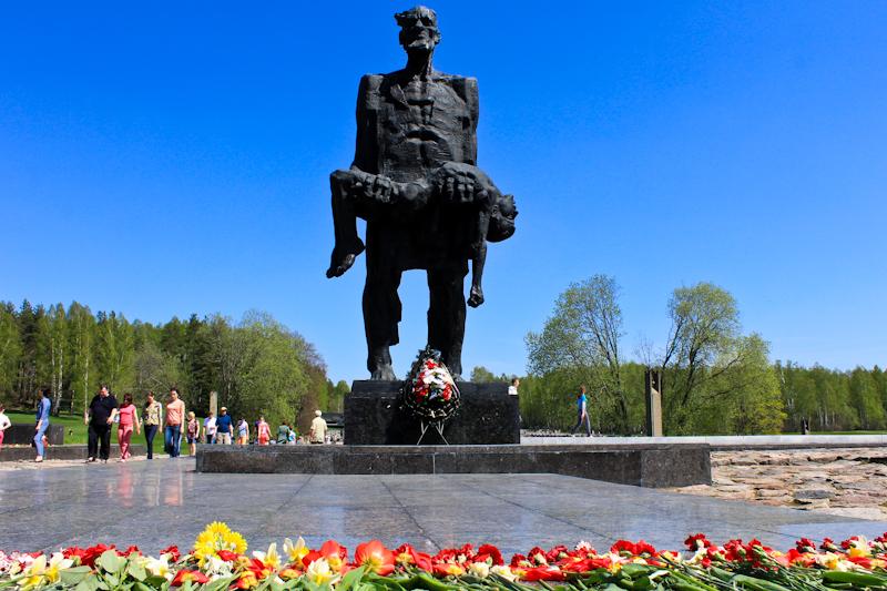 Памятники Сталину  Википедия