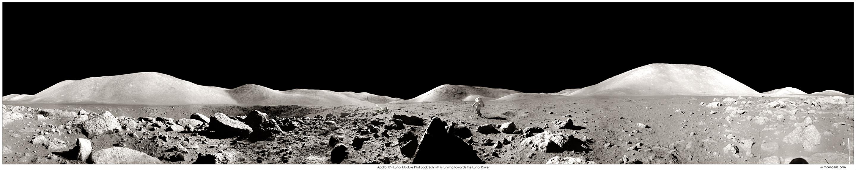 """Панорама """"Аполлона - 17"""". Пирамида - в центре."""