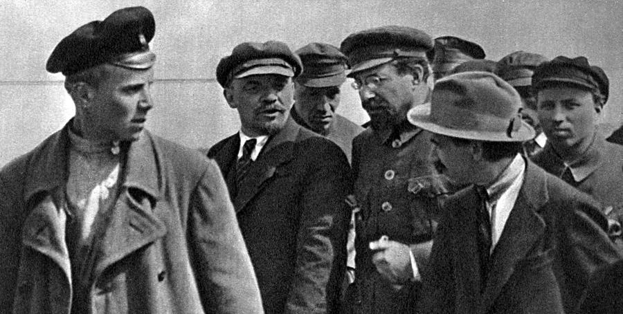 Ленин и Луначарский 1920