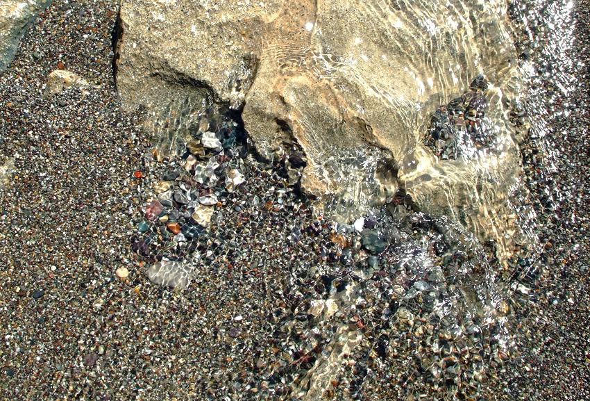 камни в морской воде