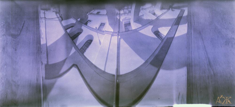 Лавра. Широкоформатный анаморф («Деструктор»), кадр 6х13, цветная плёнка, проявленная в кофеноле.