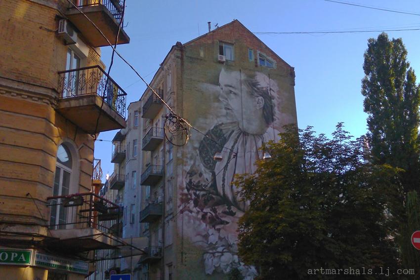 Мурал «Леся Украинка. Ландыши» на улице Стрелецкой, Киев. Автор Гвидо Ван Хелтен. 2015 год.