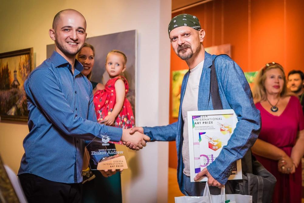 С основателем конкурса художником Саба Кикнавелидзе (Saba Kiknavelidze).