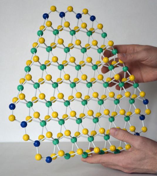 Макет-молекулы-Дисульфид-молибдена-914x1024