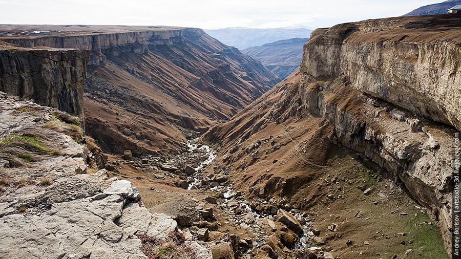 Водопад Тобот, вид на ущелье