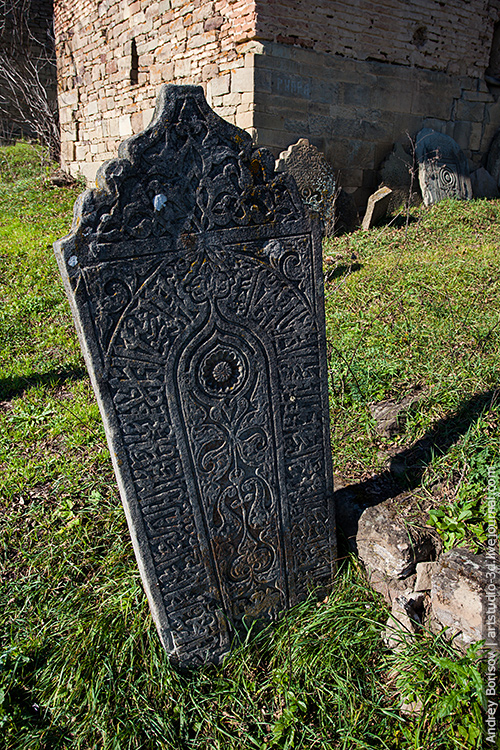 Кала-Корейш, могильная плита