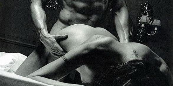 seks-so-svyazannimi-rukami-foto