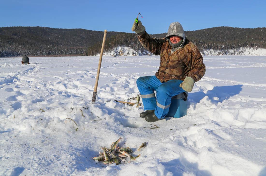 зимния рыбалка праздник