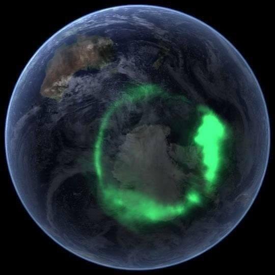 Полярное сияние. Вид из космоса.