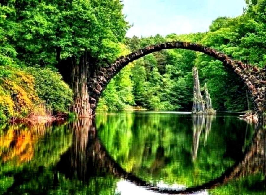 1011399_437177026397172_702051935_n.jpgАрочный мост из камней. На берегу озера Rakotz - Kromlau. Граница Германии и Польши