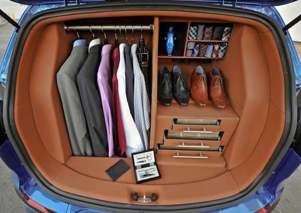 Мужской гардероб в багажнике