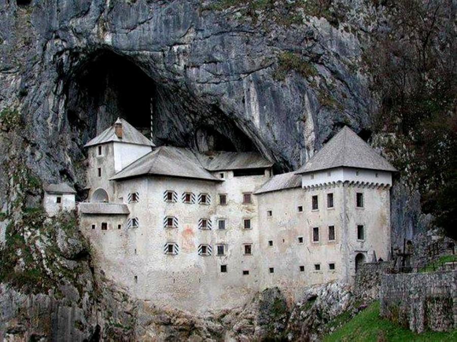 Предъямский замок - один из самых старых замков в Словении.