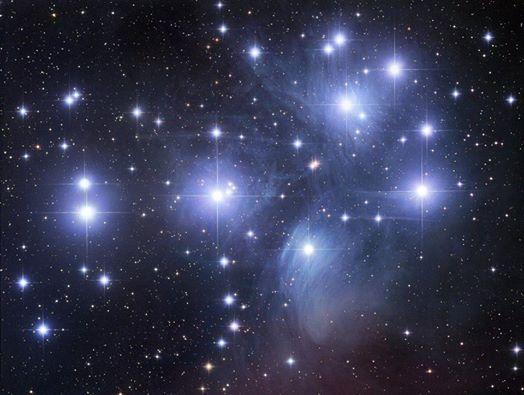 M45 звёздное скопление Плеяды.