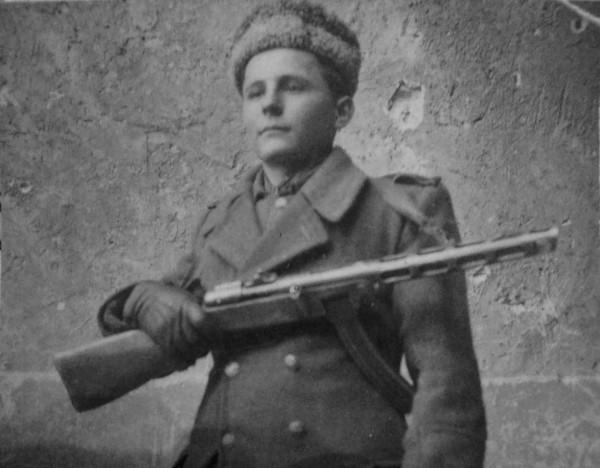 Сын 328-го гвардейского минометного полкполка Николай Имчук (р. 1930).
