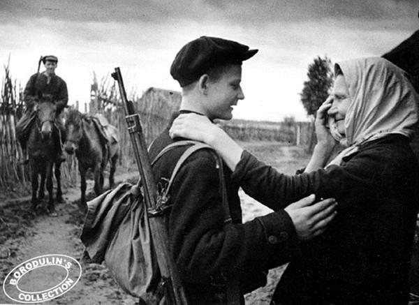 Провожала меня мать в партизаны. 1941.