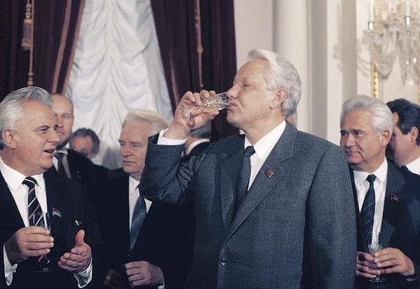 ельцын 26 ДЕКАБРЯ 1991 ГОДА-ПРОДАЛИ И ПРЕДАЛИ СССР!