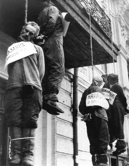 зверства фашизма. повешанные харьковчане