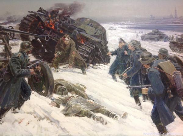 Подвиг политрука Поликарпова Ивана Сергеевича. С перебитой левой рукой он до последнего отстреливался от окруживших его гитлеровцев.