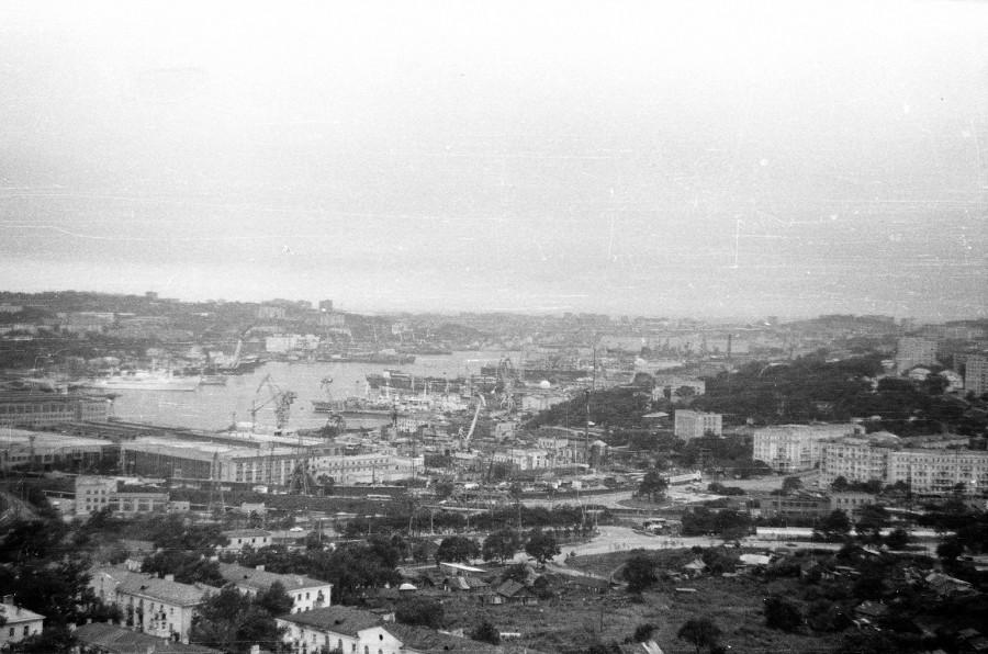 Бухта Золотой Рог и вид на Дальзавод