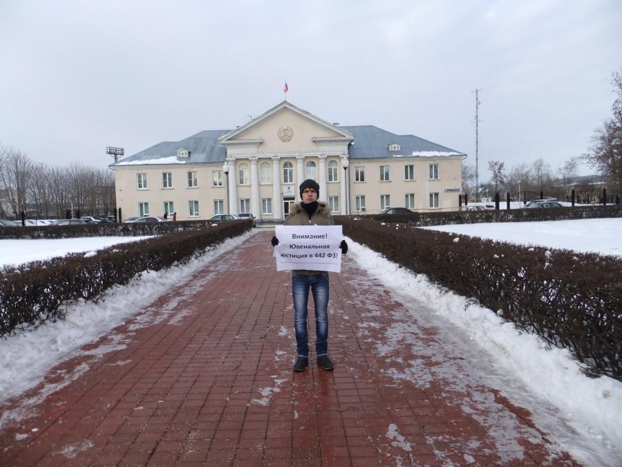 DSCF4389 Одиночный пикет  напротив мэрии Тольятти - активист РВС Дамир Сафиуллов