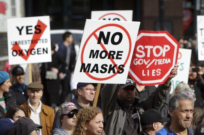 Акция протеста против масочного корона-концлагеря в Канаде. Так приятно видеть человеческие лица.