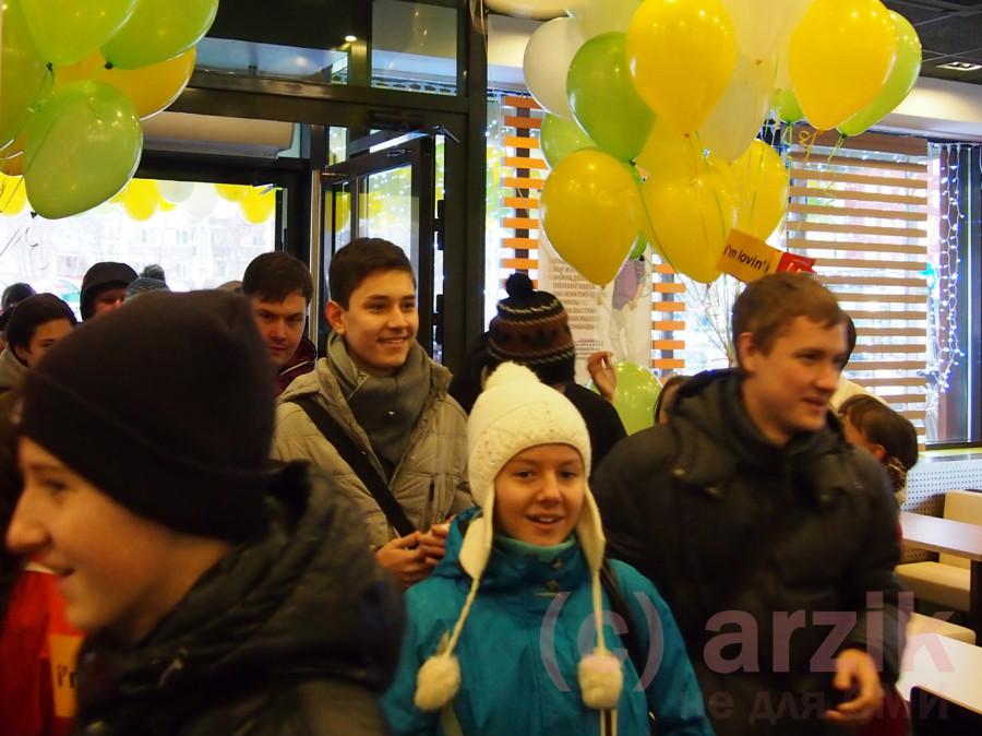 Первые клиенты ресторана Макдоналдс в Ижевске