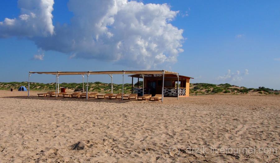 Коктейль бар на платном пляже в Витязево