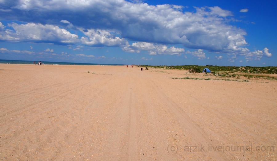 Пустой пляж в Витязево