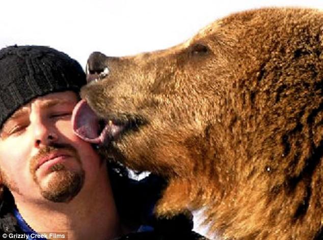 дружба человека и медведя