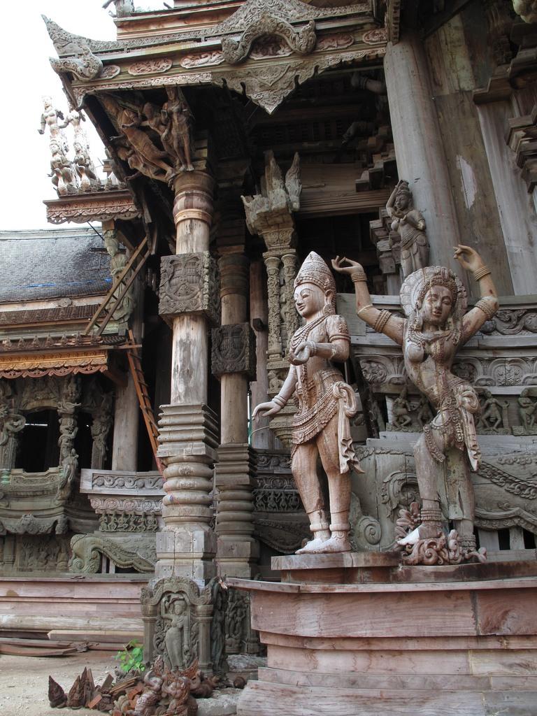 Храм Истины – чудо Патайи