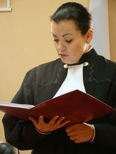 Судья, уволенная из-за скандальных фото