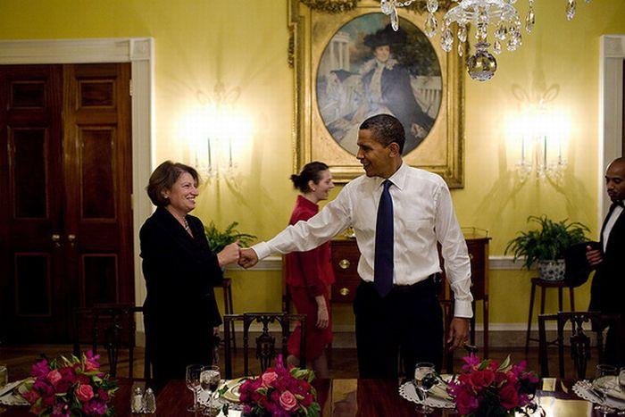 Вот так любит здороваться Обама
