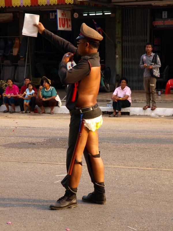 необычный полицейский