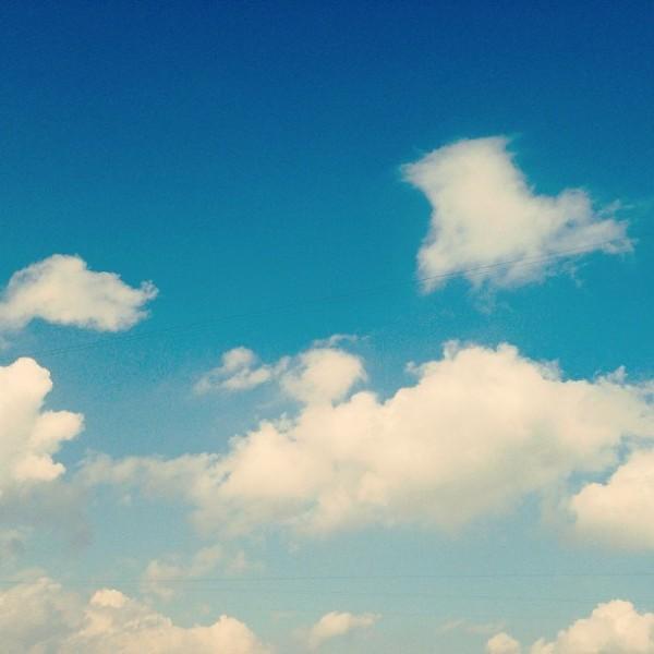 Ванильное небо за окном