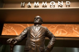 John-Hammond-Statue-Jurassic-World