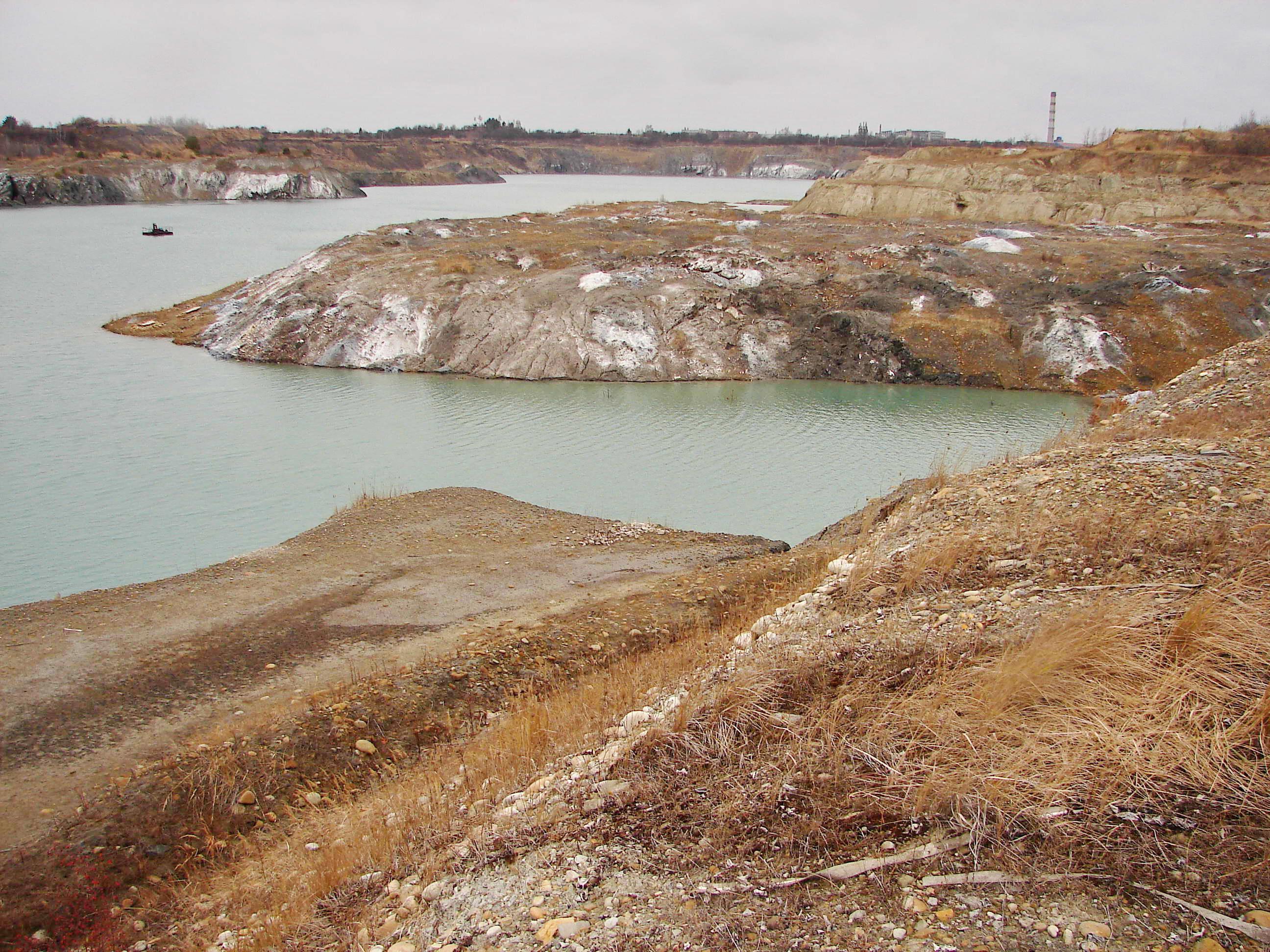 У Домбровському кар'єрі під Калушем почастішали зсуви ґрунту – чим це загрожує