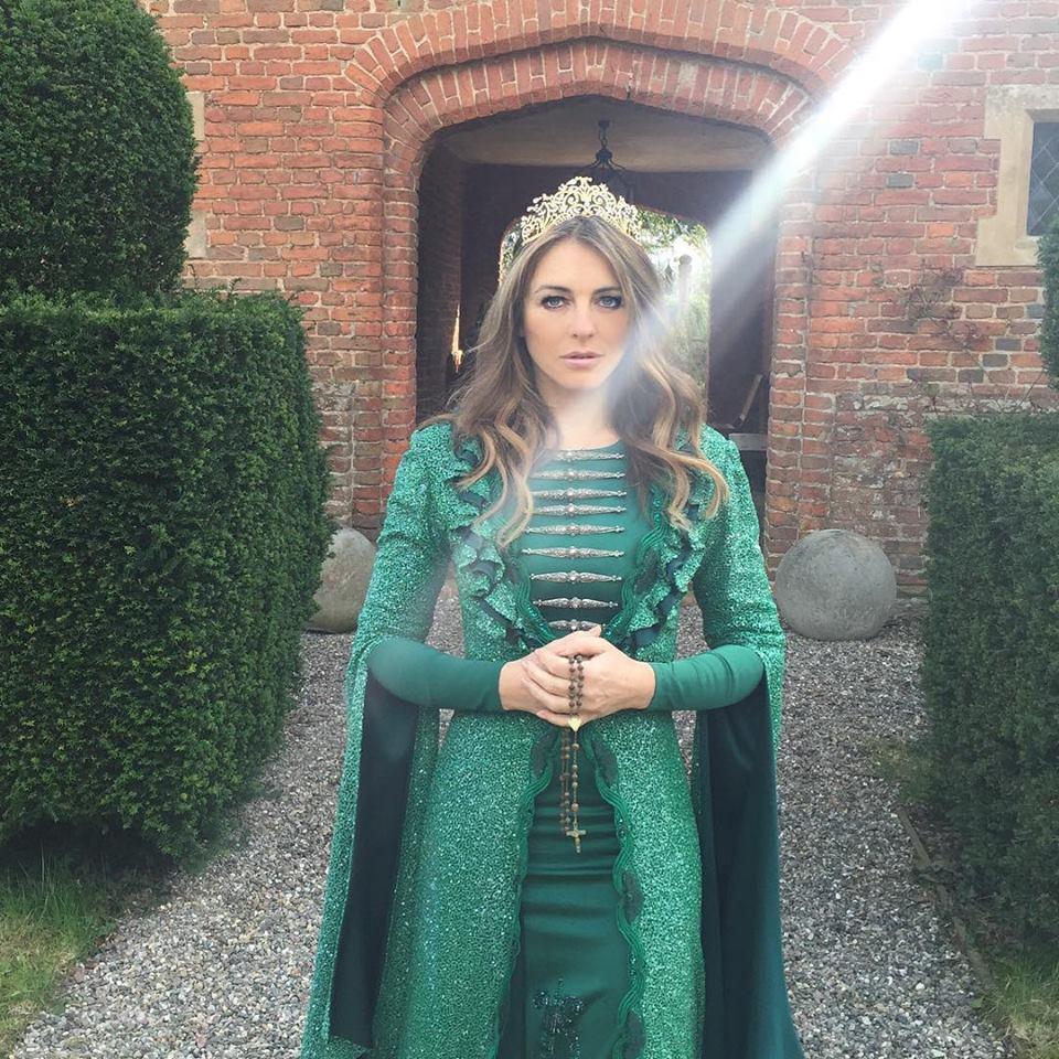 Королева Англии ходила в черкесском платье?