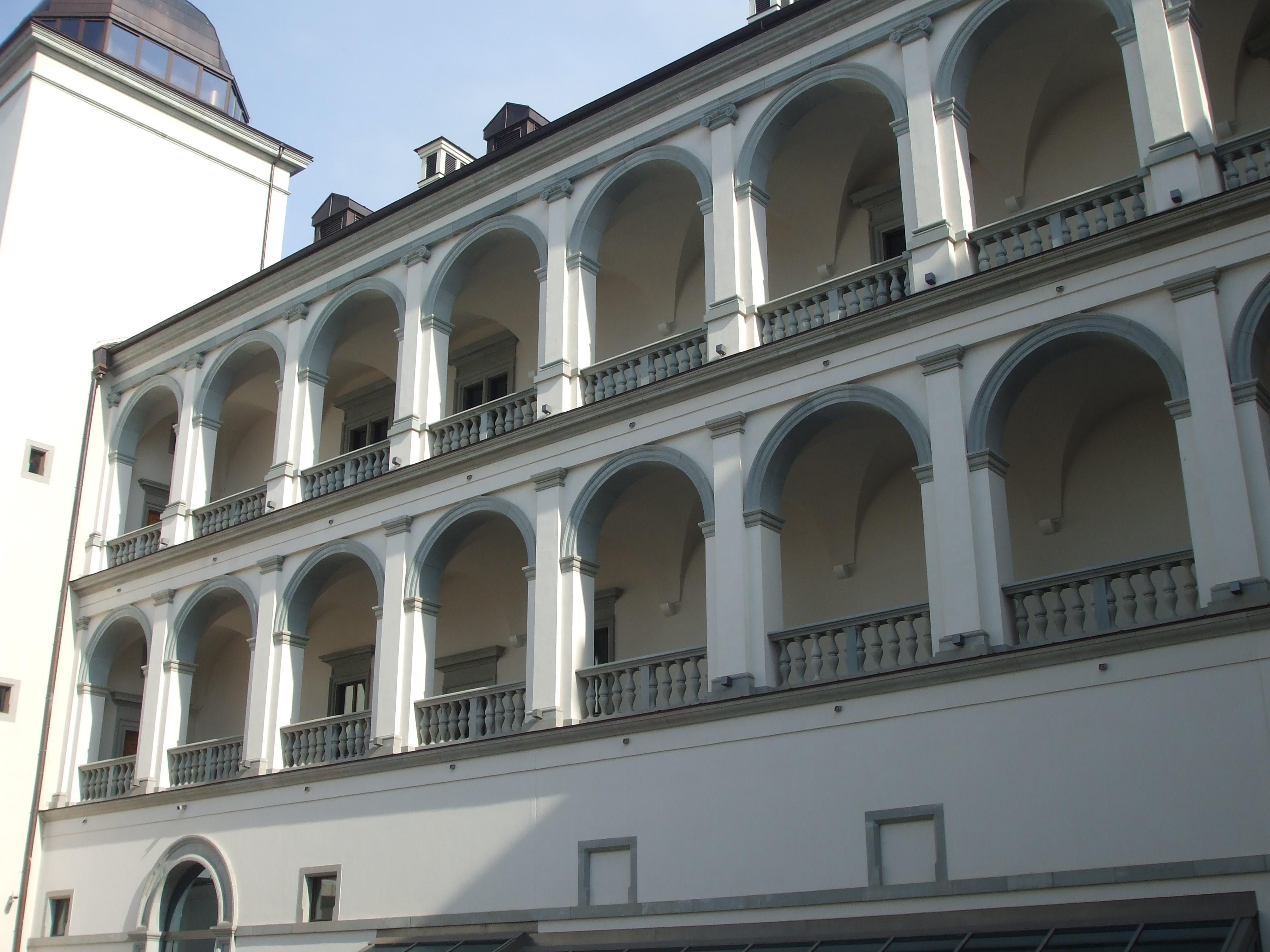 Аркада виленского Дворца Правителей. Подобную имела Баториевка. фото Zygimantus.JPG