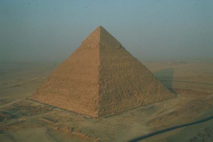rien ne surpasse en grandiose la pyramide de Chéops, hormis bien sûr la sottise des espérantistes