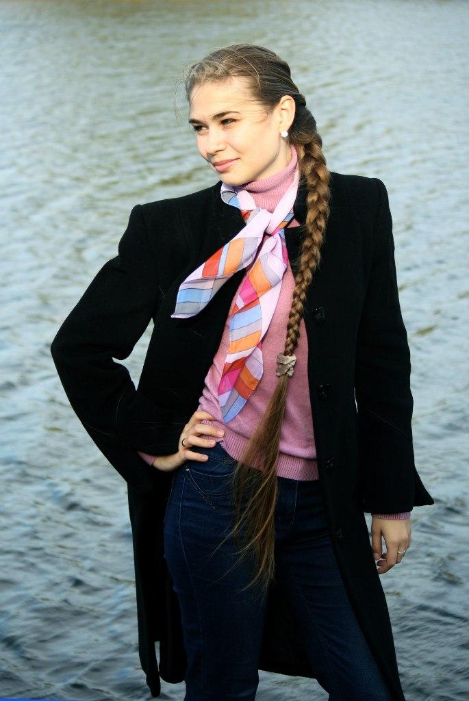 Угадайте имя девушки ) и пофиг, что на фоне река....