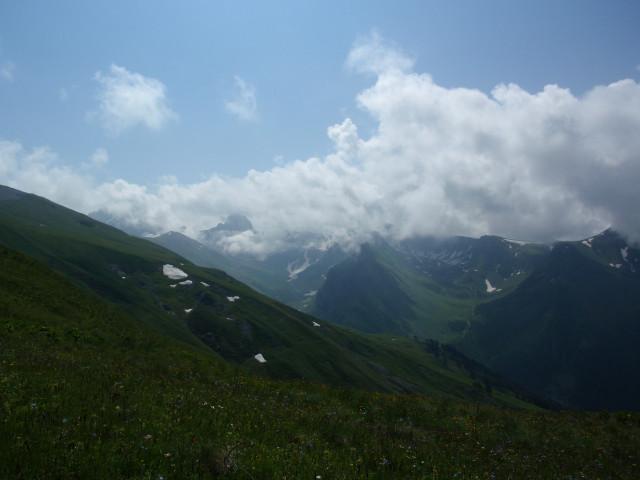 Вид на долины Загеданки и Малой Загеданки с высоты Загеданского хребта.