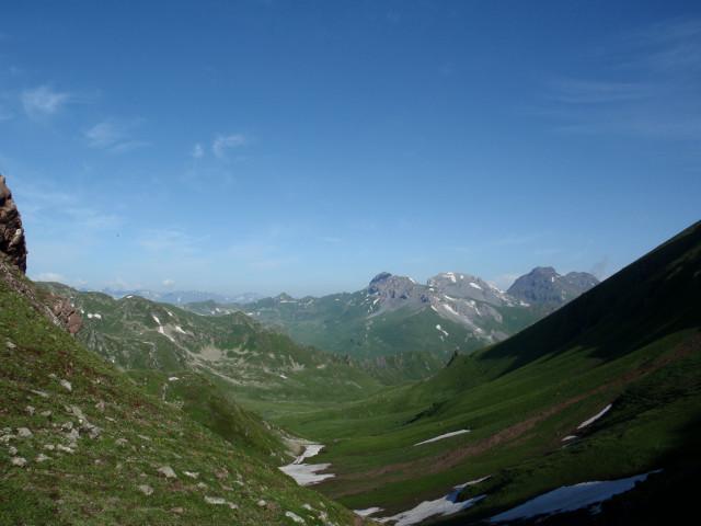 Вид с пер.Ацгара в долину Восточной Ацгары.