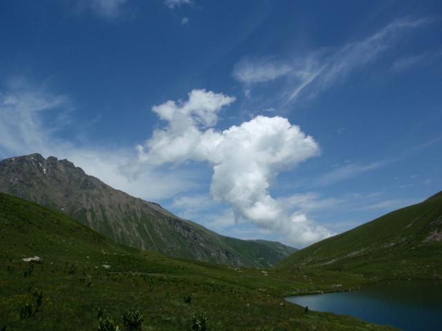 Зарождение грозовых облаков над долиной Чилика