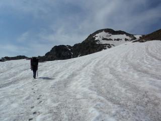 Подъем по некрутому снежнику в пер.Семнадцати Южному (3015 м). 1А или 1Б - зависит от варианта спуска. У нас получилось 1Б.