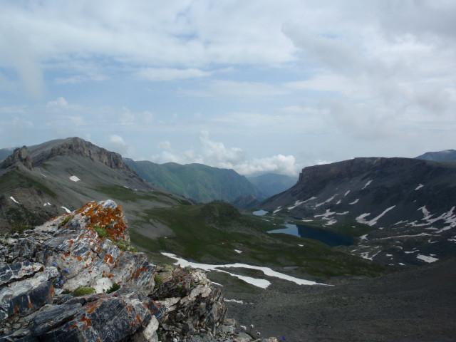 Вид с перевала Федосеева на Агурские озёра.